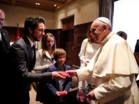 الملك والملكة وولي العهد يستقبلون قداسة البابا