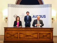 ولي العهد يشهد توقيع اتفاقية بين مؤسسة ولي العهد وإيرباص لتدريب طلبة جامعات أردنيين