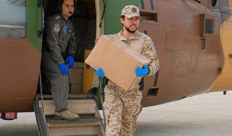 Crown Prince participates in distribution of in-kind aid in Irbid
