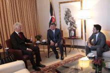 جلالة الملك عبدالله الثاني، يرافقه سمو الأمير الحسين، ولي العهد، يلتقي الرئيس الأمريكي الأسبق بيل كلينتون
