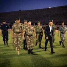 جلالة الملك عبدالله الثاني وسمو الأمير الحسين، ولي العهد، يحضران مأدبة الافطار التي أقامتها القوات المسلحة - حزيران 2015