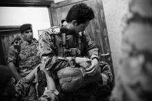 سمو الأمير الحسين بن عبدالله الثاني، ولي العهد، في قفز مظلي خلال تخريج دورة تدريبية للمظليين في العمليات الخاصة