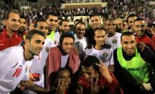 سمو الأمير الحسين بن عبدالله الثاني، ولي العهد، مع المنتخب الوطني بعد فوزه على منتخب عُمان - ٢٠١٣