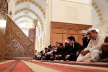 سمو الأمير الحسين بن عبدالله الثاني، ولي العهد، يشارك جموع المصليين أداء صلاة الجمعة- 2013