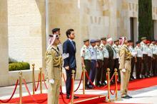 سمو الأمير الحسين بن عبدالله الثاني ولي العهد، يحضر مراسم دخول الراية الهاشمية إلى ساحة قصر الحسينية، ومراسم عرض الراية من قبل ثلة من حرس الشرف