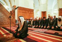 سمو الأمير الحسين بن عبدالله الثاني، ولي العهد، يشارك جموع المصلين أداء صلاة الجمعة في مسجد الملك الحسين