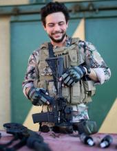 سمو الأمير الحسين بن عبدالله الثاني، ولي العهد بعد تمرين في مركز الملك عبدالله الثاني لتدريب العمليات الخاصة
