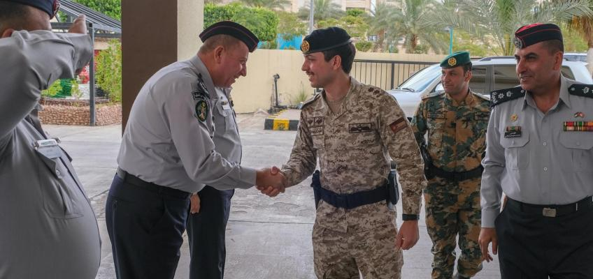 ولي العهد يزور مديرية دفاع مدني العقبة