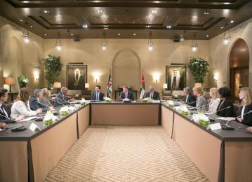 الملك يستقبل المدير العام لوكالة (ناسا) بحضور الأمير الحسين، ولي العهد