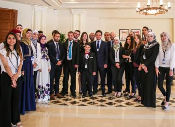 ولي العهد يلتقي عددا من الشباب والشابات الأردنيين المتميزين